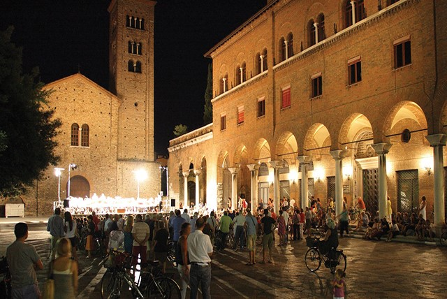 Ravenna Bella di Sera: guided tours, music, shopping